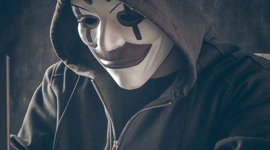 Hacker masqué. Photo by Bermix Studio on Unsplash